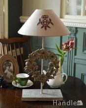 お部屋を華やかに彩るお花のスタンド、フランスのテーブルランプ(E26球付)(Lamp Couronne)