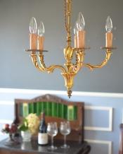 高級感溢れる真鍮製シャンデリア、フランス輸入のアンティーク照明(5灯)(E17シャンデリア球付)