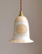 リーフのリースに花カゴのデザインが可愛い、アンティークガランプ(コード・シャンデリア電球・ギャラリーなし)