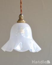 ナチュラルなミルクガラスのアンティークランプ(コード・シャンデリア電球・ギャラリーなし)