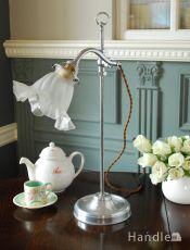 イギリスのアンティーク照明、 お花の形のガラスシェードが付いたテーブルランプ(スタンドライト)(E17シャンデリア球付き)