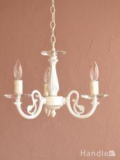 アンティーク調の照明器具、クリスタルのお皿が付いた3灯のシャンデリア(ホワイト)