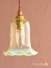 ヴァセリンガラスの照明器具、英国アンティークのペンダントライト(コード・シャンデリア球・ギャラリーなし)