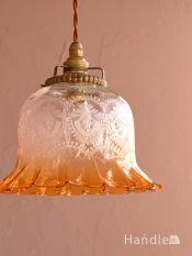 イギリスのアンティーク照明、ガラスの模様が美しいランプシェード(コード・シャンデリア電球・ギャラリーD付き)
