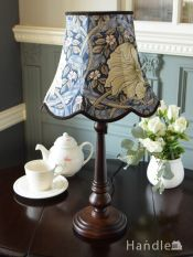 アンティーク風のおしゃれなテーブルランプ、ウィリアムモリス柄のシェード(ピンパネル・ブルー)(E26球・ナツメ球付き)