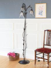 アンティーク風のフロアランプ、アイアン製のお花が優雅に咲いているフロアシャンデリア(3灯)(E17電球付)