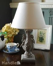 ナチュラルカラーのシェード×彫がキレイなスタンドを合わせたテーブルランプ(E17シャンデリア球付)