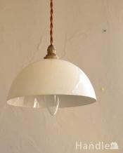 コロンとした形が可愛いホワイト色のホウロウペンダントライト(コード・シャンデリア球・ギャラリーなし)