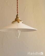 ほっこりとした素材感が人気のホワイト色のホウロウペンダントライト(コード・シャンデリア球・ギャラリーA)