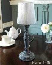 フランスらしい華やかな土台と上品な布シェードを使った可愛いテーブルランプ(E17球付)