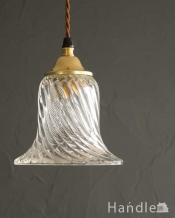 ツイストのラインがキレイなガラスのペンダントライト(ギャラリー付きコード・シャンデリア電球)