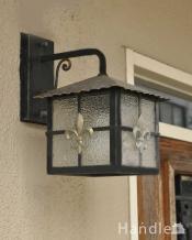 オシャレに玄関を照らしてくれるHandleオリジナルのアンティーク風 外灯(E26球付)