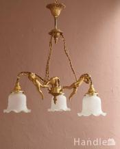 可愛いエンジェルの姿に癒されるフランスからのアンティークシャンデリア(3灯)(E17シャンデリア球付)