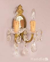 ガラスパーツが美しいフランスの壁付けランプ、ミラー付きの真鍮のウォールブラケット(E17シャンデリア球付)