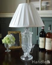 アンティーク風のおしゃれ照明、ガラスのボディが輝くテーブルランプ(E26球付)