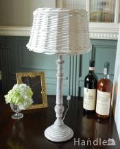 アンティーク風のおしゃれ照明、ラタンシェード付きのテーブルランプ(E26球付)