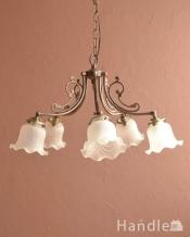 スズランが咲いたデザインが可愛いアンティーク風のガラスシェード付きシャンデリア(アンティーク色・5灯・電球なし)