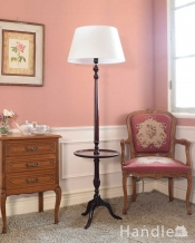 テーブルが付いた珍しい英国アンティークのフロアランプ(E26電球付)