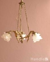 可愛いエンジェルの姿に癒されるフランスのアンティークシャンデリア(3灯)(E17シャンデリア球付)