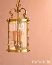ゴールド色の真鍮がキラっと輝くアンティークのランタンシャンデリア(2灯・E17シャンデリア球付)