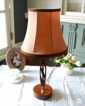 イギリスアンティークのシェード付き木製のテーブルランプ(E17シャンデリア球付き)