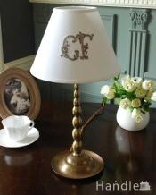 イギリスから届いた真鍮製のアンティークテーブルランプ(1灯)(E17シャンデリア球付き)