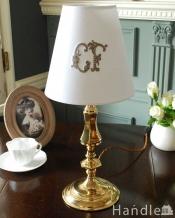 真鍮のゴールド色がキラっと輝くアンティークテーブルランプ(E17シャンデリア球付き)