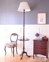 お花のかたちのテーブルが付いた珍しい英国アンティークのフロアランプ(E26電球付)