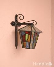 カラフルなガラスが入った壁付け照明、お洒落なアンティークのウォールランプ