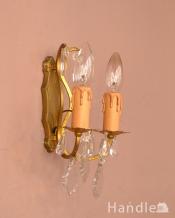 フランスのアンティーク照明、ガラスドロップの真鍮ウォールシャンデリア(E17シャンデリア球付)