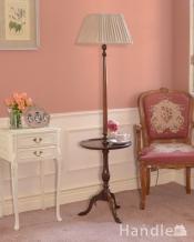 イギリスで見つけたアンティーク照明、テーブル付きの使いやすいフロアランプ(E26電球付)