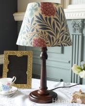 アンティーク風のおしゃれなテーブルランプ、ウィリアムモリス柄のシェード(ヴァイン)(E26球・ナツメ球付き)