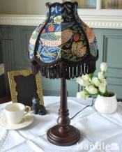 アンティーク風のおしゃれなテーブルランプ、ウィリアムモリス柄のシェード(いちご泥棒/あお)(E26球・ナツメ球付き)