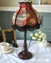 アンティーク風のおしゃれなテーブルランプ、ウィリアムモリス柄のシェード(いちご泥棒/赤)(E26球・ナツメ球付き)