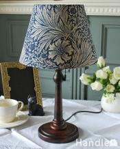 アンティーク風のおしゃれなテーブルランプ、ウィリアムモリス柄のシェード(マリーゴールド・ネイビー)(E26球・ナツメ球付き)