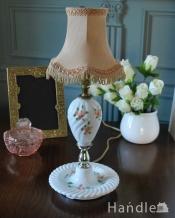 アンティークの照明、バラの絵が描かれたアンティークのテーブルランプ(E26・丸球付き)