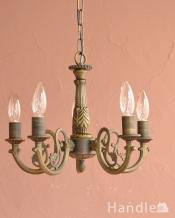 アンティーク調の照明器具、落ち着いた輝きを放つシャンデリア(5灯・電球セット)