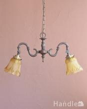 アンティーク風シャンデリア、お花のようなシェードが付いた照明(アンティーク色・2灯・電球なし)