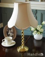 アンティークの照明、ツイストの形の真鍮製のテーブルランプ(E17シャンデリア球付き)