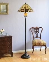 アンティーク調のおしゃれな照明、ステンドグラスのフロアランプ(3灯)(E26球付き)