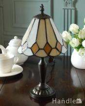 アンティーク調のおしゃれな照明、ダイヤ型のステンドグラスのテーブルランプ(ナツメ球付き)