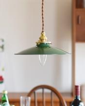 オリーブグリーンのアイアン製ペンダントライト(コード・シャンデリア電球・ギャラリーA付き)