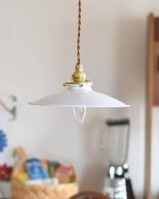 白く美しいアイアン製のペンダントライト(ホワイト)(コード・シャンデリア電球・ギャラリーA付き)
