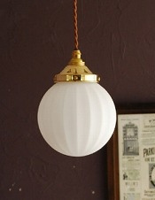 ホワイトガラス×真鍮のペンダントライト (コード・シャンデリア電球・ギャラリーD付き)