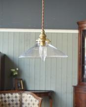 電球の温かい明かりを楽しめるクリアガラスがキレイなペンダントライト(コード・シャンデリア球・ギャラリーA付き)