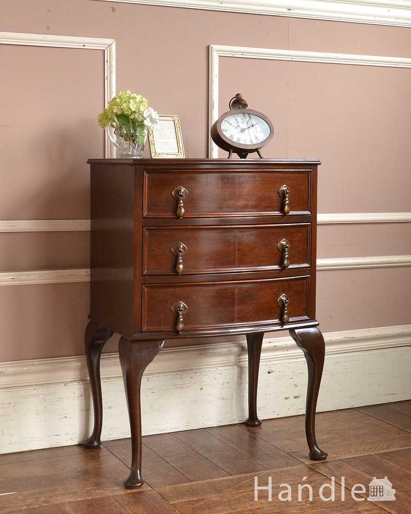 67d50ab91c 小さくてもお部屋の主役になる英国家具、 美しいアンティークベッドサイドチェスト