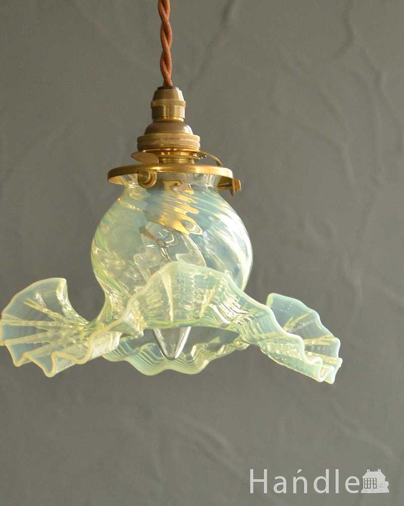 ヴァセリン風のガラスとフリルが美しいペンダントライト(コード・シャンデリア球・ギャラリーA) (pl-221)