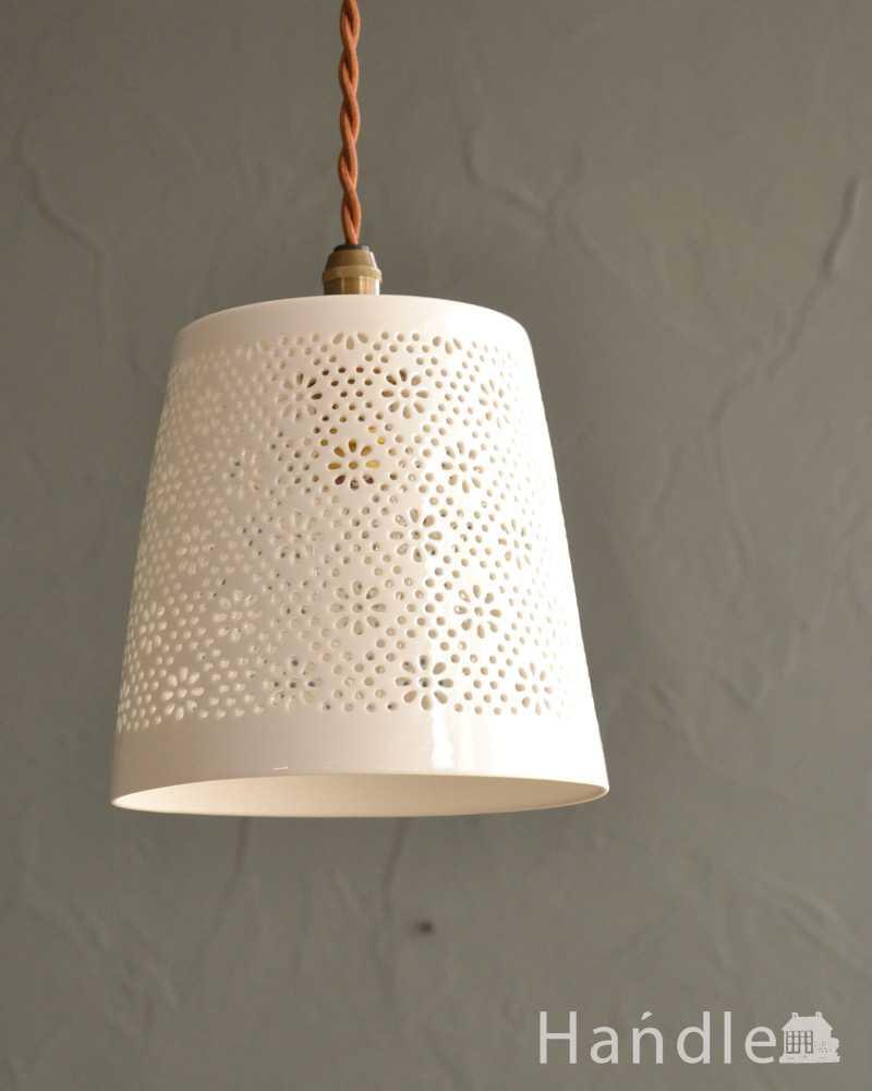 ぬくもりが感じられる陶器のペンダントライト(フラワーレース)(コード・シャンデリア球・白リング2枚付き) (pl-257)