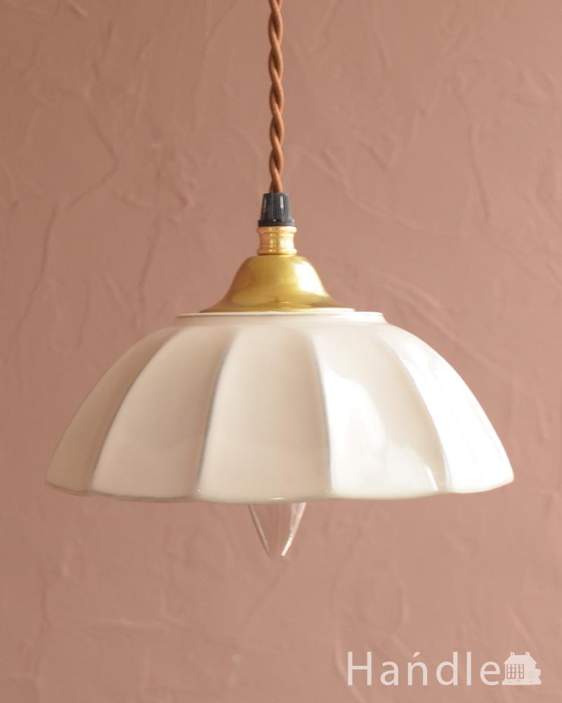 ぬくもりが感じられる陶器のペンダントライト(アンブレラ・ホワイト)(ギャラリー付きコード・シャンデリア電球) (pl-265)