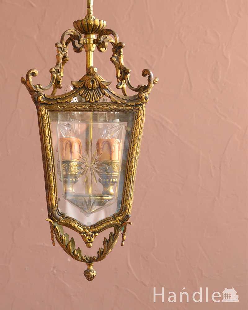 ゴールド色の真鍮がキラっと輝くアンティークのランタンシャンデリア(2灯・E17シャンデリア球付) (h-744-z)